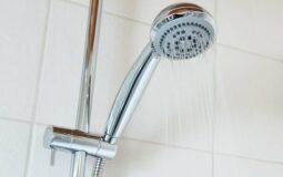 À quelle hauteur fixer un robinet de douche ?